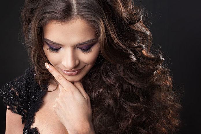 Co wyróżnia koloryzację włosów Casting Créme Gloss?