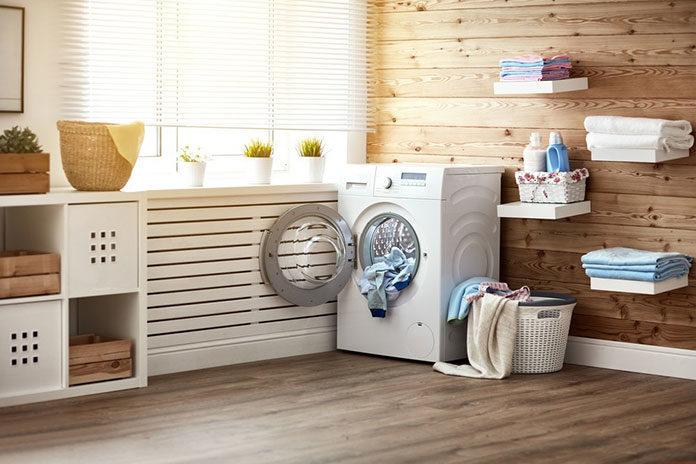 Urządzamy małą pralnię — sprawdź praktyczne rozwiązania